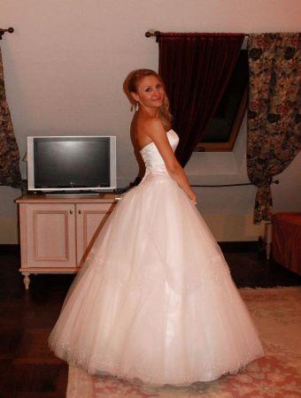 Cena : 800 PLN. Rozmiar : 36. Suknia ślubna  Oriane Firmy Gala. Opis :Suknia z kryształkami svarovskiego i tiulem, typu księżniczka.