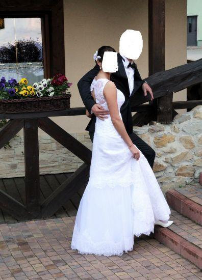 Cena : 2300 PLN. Rozmiar : 36. Suknia ślubna   Firmy . Opis :Witam mam do sprzedania sukienkę ślubną z koronki. Szyta była na miarę na wysokość 170 cm w talii 67 cm.