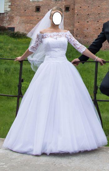 Cena : 900 PLN. Rozmiar : 36. Suknia ślubna  Tanio Sprzedam Piękną Suknię ś Firmy . Opis :Suknia ślubna jest koloru białego. Księżniczka składająca się z trzech warstw jedwabnego tiulu.Do sukni dołączam welom o dł 80 cm i koronkowe bolerko widoczne na zdjęciu. Suknia jest po pralni chemicznej