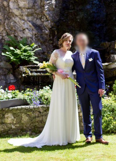 Cena : 1000 PLN. Rozmiar : 40. Suknia ślubna  Catherine Firmy Josephine. Opis :Kolor ivory Tren podpinany Góra z koronki dół z muślinu Szyta na wysokość 174cm +obcas 5cm. Rękaw 3/4 Pasek odpinany