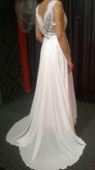 Cena : 2200 PLN. Rozmiar : 38,40. Suknia ślubna  Lili Firmy Evita. Opis :