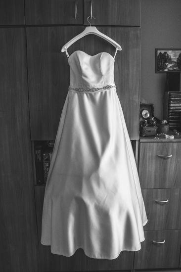 Cena : 1500 PLN. Rozmiar : 36,38. Suknia ślubna   Firmy . Opis :