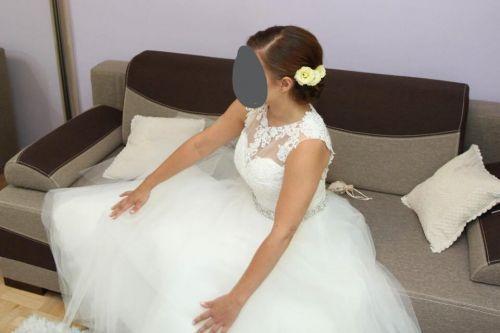 Cena : 1600 PLN. Rozmiar : 38. Suknia ślubna  Mori Lee Firmy Mori Lee. Opis :Piekna suknia slubna, plecy sa koronkowe w ksztalcie serca mozliwosc negocjacji ceny