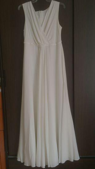 Cena : 2000 PLN. Rozmiar : 38,40. Suknia ślubna  Sava Firmy ANNA KARA. Opis :Suknia jest bardzo lekka i zwiewna,niezwykle wygodna.Posiada tren podpinany eleganckim guziczkiem.Została kupiona kwietniu 2017.Wyprana w pralni ekologicznej.Więcej zdjęć mogę przesłać mailowo.Cena do negocjacji