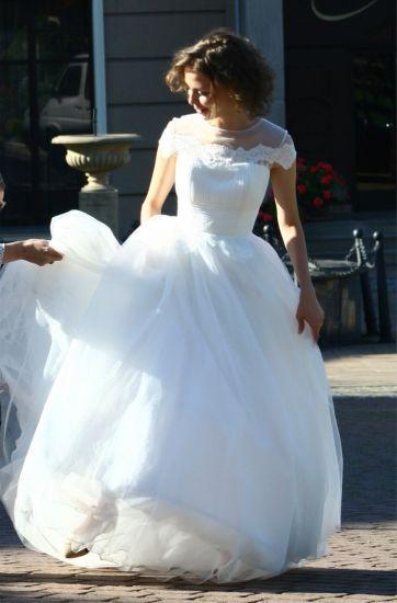 Cena : 1200 PLN. Rozmiar : 36. Suknia ślubna  Taymyr1631 Firmy Papilio. Opis :Piękna princesska, z niedużym trenem, halka, welon gratis Wymiary: talia - od 60-do 68 cm, biust - 80 cm
