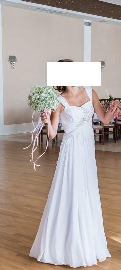 Cena : 800 PLN. Rozmiar : 34,36. Suknia ślubna  Suknia Firmy . Opis :Suknia ślubna szyta na zamówienie. Zwiewna i bardzo lekka. Suknia za wzrost 160 cm + obcas 8/9 cm. Kolor biel, z srebrną aplikacją na biuście. Suknia po specjalistycznym czyszczeniu. Brak wad.