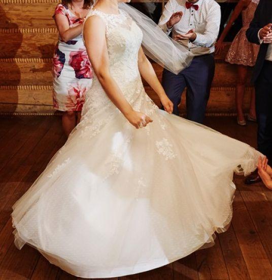 Cena : 900 PLN. Rozmiar : 40,42. Suknia ślubna   Firmy Bella Sposa. Opis :