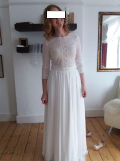 Cena : 300 PLN. Rozmiar : 38. Suknia ślubna   Firmy . Opis :Witam, mam do sprzedania suknię ślubną składająca się ze spódnicy i topu w kolorze śmietankowym. Rozmiar 38, obwód w pasie około 83cm, na wzrost 172 cm bez obcasa, w biuście rozmiar 75C. Mogę też sprzedać 2 części osobno.